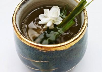 Copo com chá do pátio.